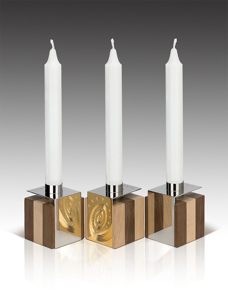 "<a href=""/jewellery/3-candelholders-design-alan-craxford-each-cube-55cm-square-silver-finished-grey-rhodium"">3 Candelholders Design by Alan Craxford Each cube is 5.5cm square. Silver finished in grey rhodium, part hand engraved, part gilded. Wood  English Walnut and Maple.</a>"