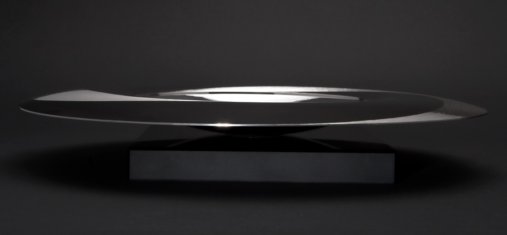 "<a href=""/jewellery/side-view-moon-dish-300-mm-diam-silver-hand-engraved-black-gilding-stone-base-black"">Side view: ""MOON DISH"" 300 mm diam. Silver, hand engraved, black gilding. Stone base - Black Obsidian. Photo : Simon Armitt</a>"