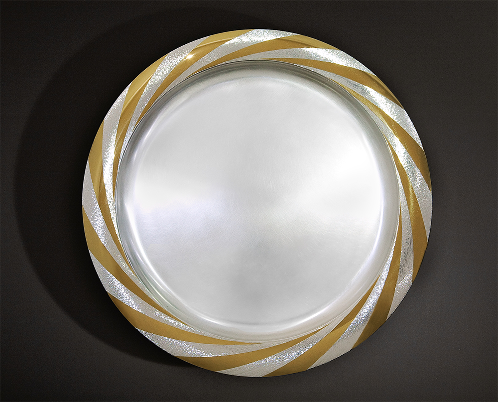 "<a href=""/jewellery/sun-platter-commission-diwali-october-2008-silver-rim-hand-engraved-and-polished-part"">SUN PLATTER - COMMISSION FOR DIWALI, October 2008 Silver, rim hand engraved and polished part gilded 36 cm diameter Photo : Simon B Armitt</a>"