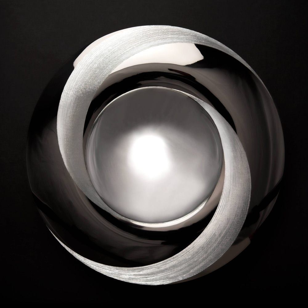 "<a href=""/jewellery/moon-dish-300-mm-diam-silver-hand-engraved-black-gilding-stone-base-black-obsidian-photo"">""MOON DISH"" 300 mm diam. Silver, hand engraved, black gilding. Stone base - Black Obsidian. Photo : Simon Armitt</a>"
